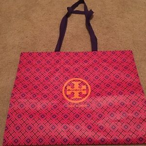 Tory Burch paper carry bag. In great shape.